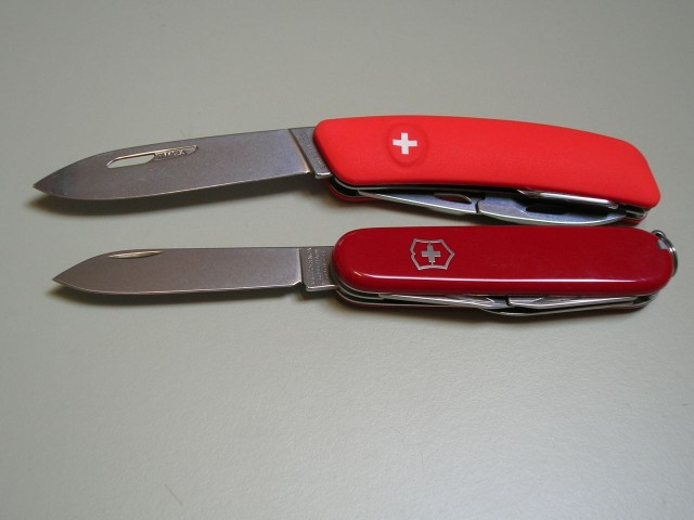 Swiza D03 Red - Victorinox Spartan