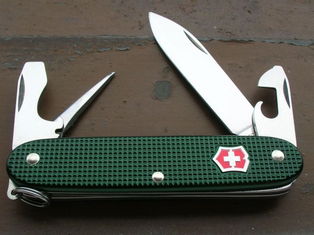 Green Pioneer With Red Shield Swiss Knives Info